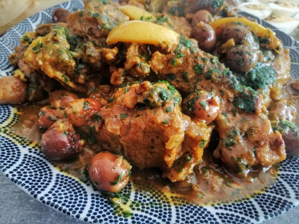 tajines de viande aux olives et persil